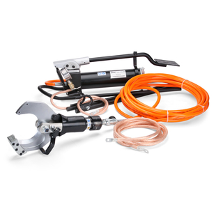 Hydraulic kit for cutting wires under voltage